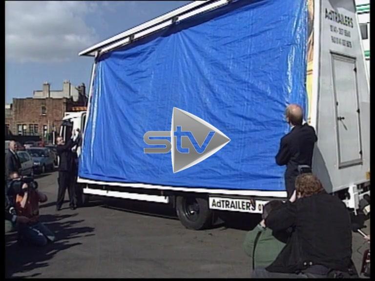 """Devolution Referendum – William Hague Unveils """"No No"""" Billboard"""