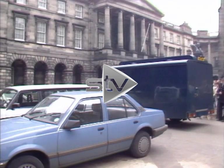 Andrew Walker Arrives at High Court