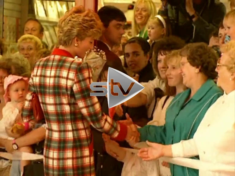 Princess Diana Visits Paisley Centre