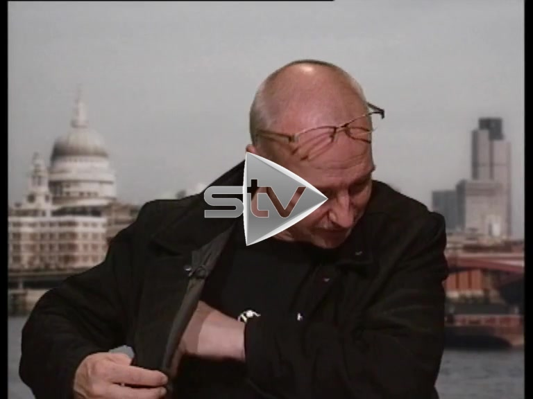Outtakes – Midge Ure Looking for His Glasses